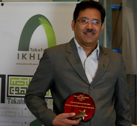 Senior Vice President, Agency Head cum Officer in Charge of Takaful Ikhlas Sdn Bhd, Tuan Haji Wan Rosli Shaharuddin bin Wan Yaacob is holding the prestigious accolade from the Global Banking & Finance Review, an online portal which has a readership from 200 different countries. The award won is for the Malaysian Best Takaful Operator 2013 category