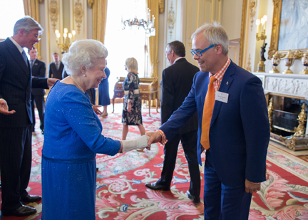 Gold-i being awarded a Queen's Award for Enterprise. The Queen and Tom Higgins CEO of Gold-i