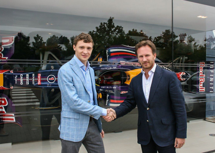 Petr Valov, Director of EXNESS (Left) and Christian Horner, Team Principal of Infiniti Red Bull Racing Team (Right)