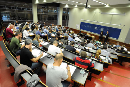 90% of more than 5,200 CaixaBank employees who were examined for the Postgraduate Diploma in Financial Advice awarded by the University Pompeu Fabra (UPF) and the International Certificate in Wealth Management, awarded by the CISI, have obtained both titles