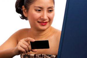 customer-using-a-credit-car