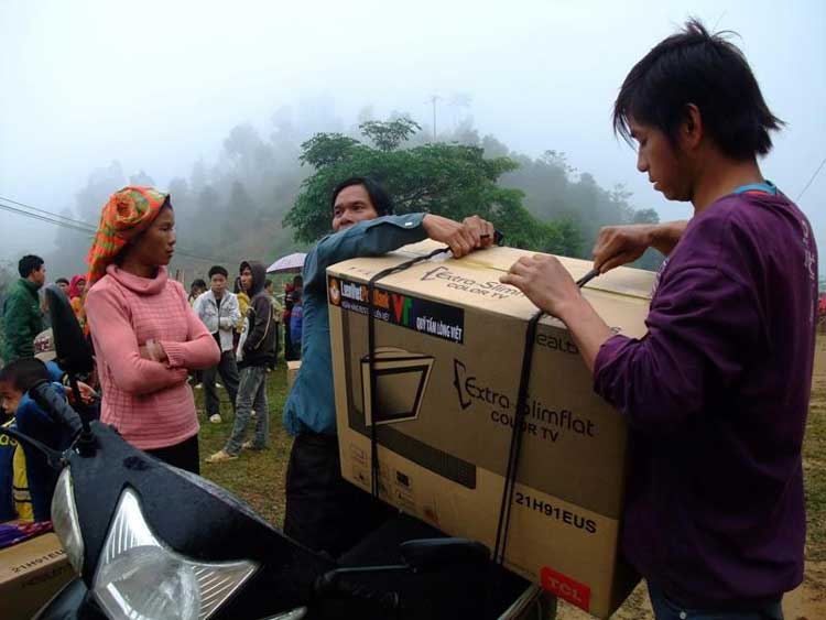 LienVietPostBank has given more than 30,000 televisions to the poor households