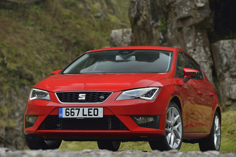 SEAT LEON SCOOPS 'BEST COMPACT FAMILY CAR' AWARD