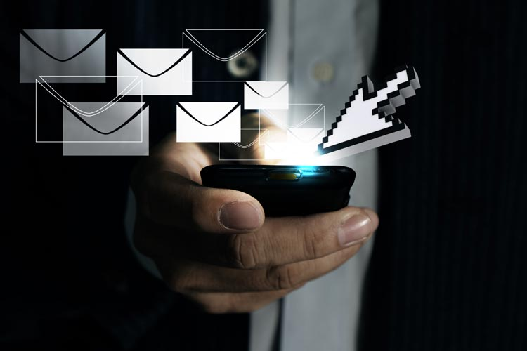 REASONS TO AVOID CHECKING EMAILS DURING THE HOLIDAYS