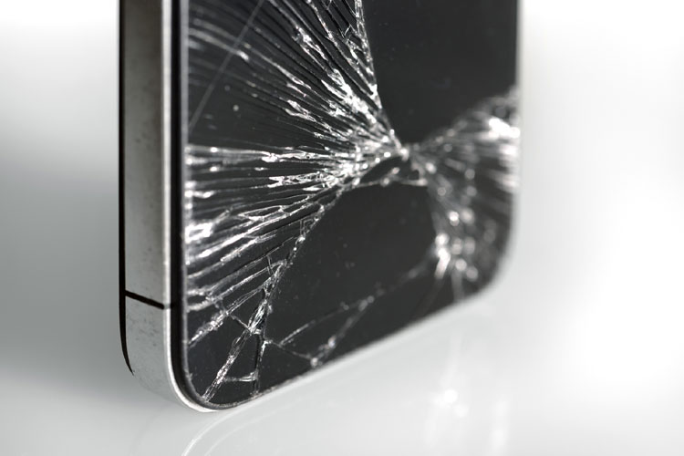 ALMOST 1 IN 3 NEVER FIX THEIR DAMAGED PHONE SCREENS
