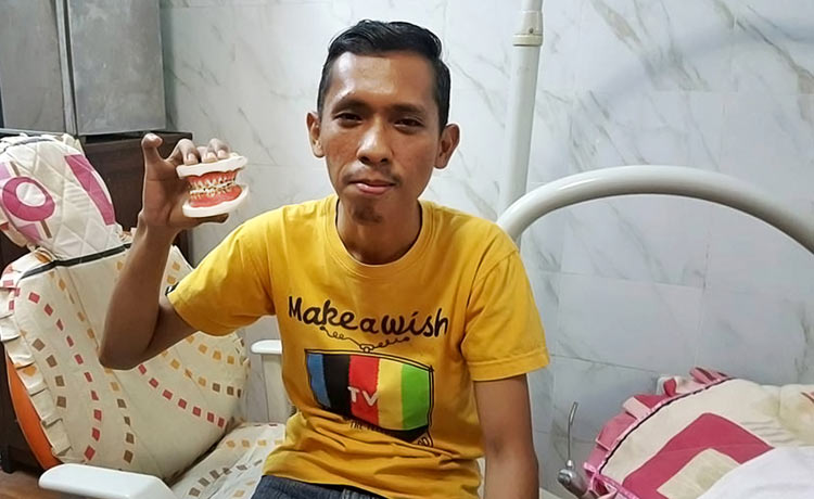 Johanis Ginting from Indonesia wished for dental treatment
