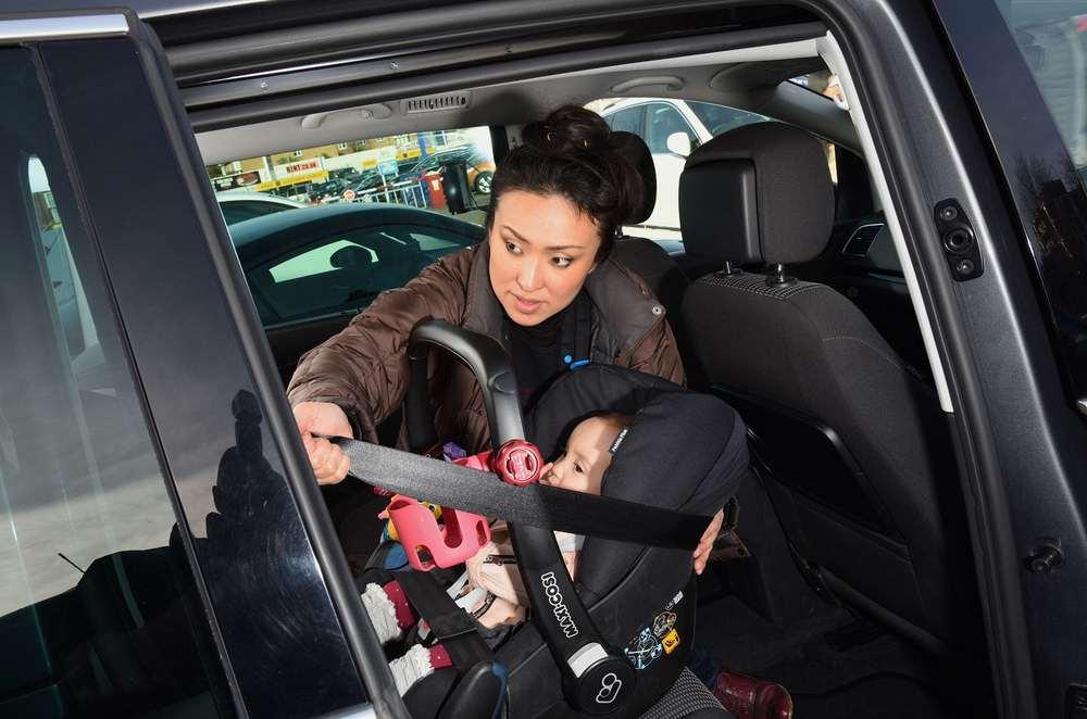 Hidako tightening the seatbelt