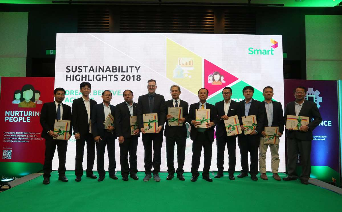 Smart Axiata, Cambodia's leading mobile telecommunications operator, presented its 2018 Sustainability Report which highlights the company's sustainable practices and Corporate Social Responsibility (CSR) metrics at Rosewood Phnom Penh