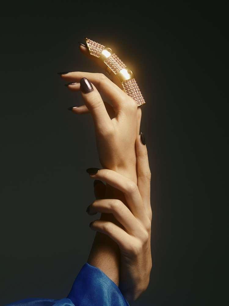 Klarnax-Hypebeast - Knight Finger