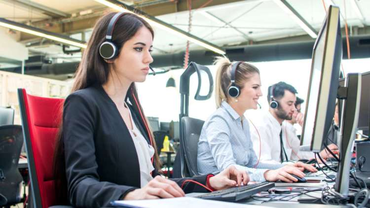 Success beyond voice: Contact centres supporting retail shift online 1