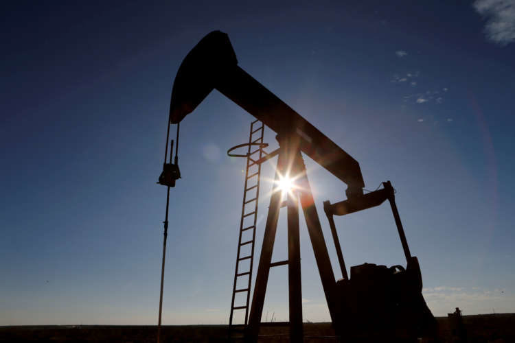 Oil dips after unexpected rise in U.S. crude stocks 5