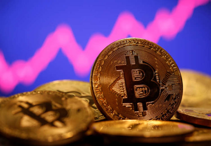 Bitcoin slumps 10% as pullback from record continues 8