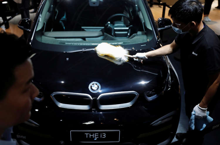 BMW targets higher margins while investing in electric cars 20