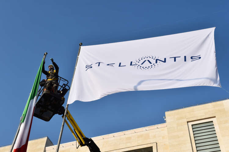 UK seeks right result for Stellantis' Vauxhall factory as decision looms 1