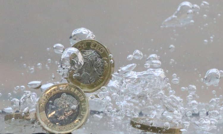 Sterling rises vs euro as German business morale slumps 1