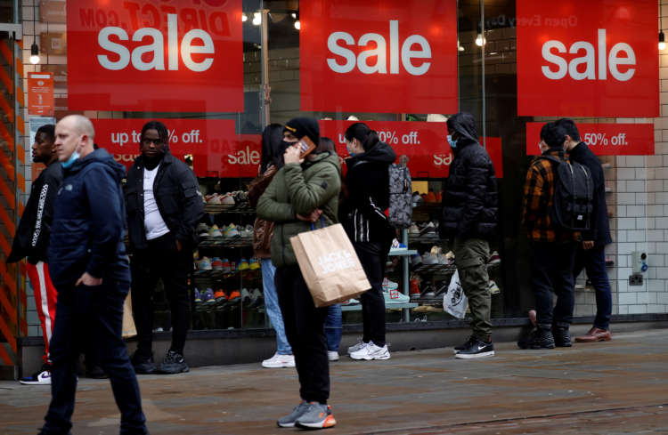 """Lockdown fatigue"" cited as UK shopper numbers rose 9% last week 21"