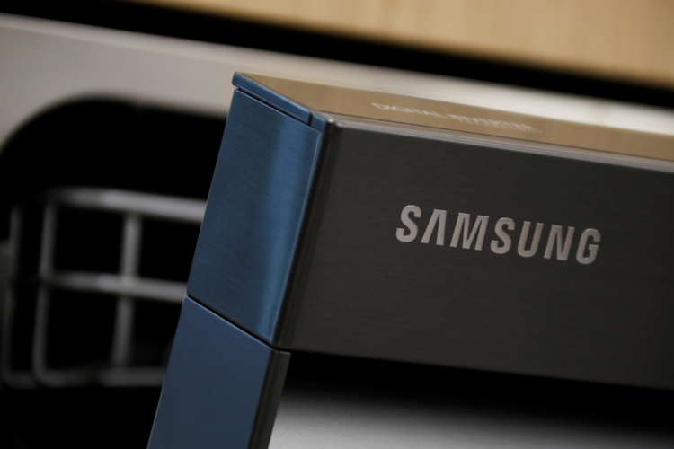 Samsung Electronics sees solid chip demand, stronger phone sales in first quarter 10