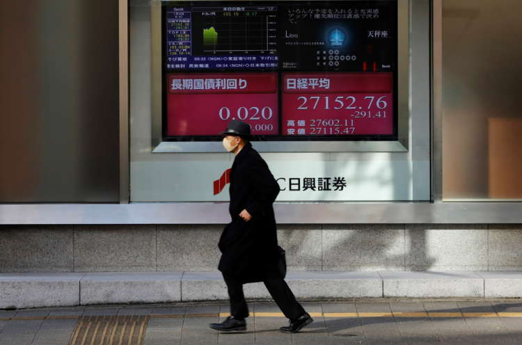 Asia shares undone by Wall Street swoon, short seller squeeze 8