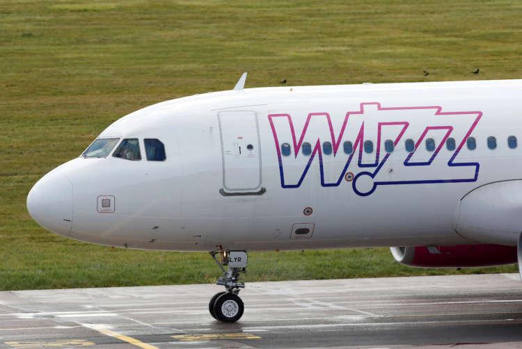 Wizz Air presses crisis advantage as easyJet pulls back 18