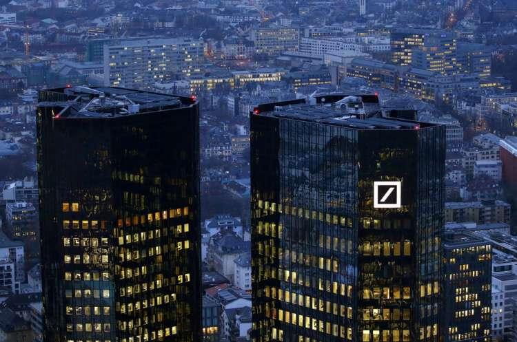 Analysis: Merkel's vote of confidence in Deutsche Bank belies lender's problems 1