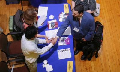U.S. weekly jobless claims hover at higher levels 7