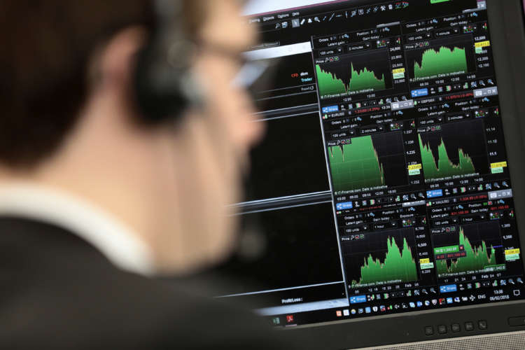 Healthcare stocks, recovery optimism push FTSE 100 higher 1