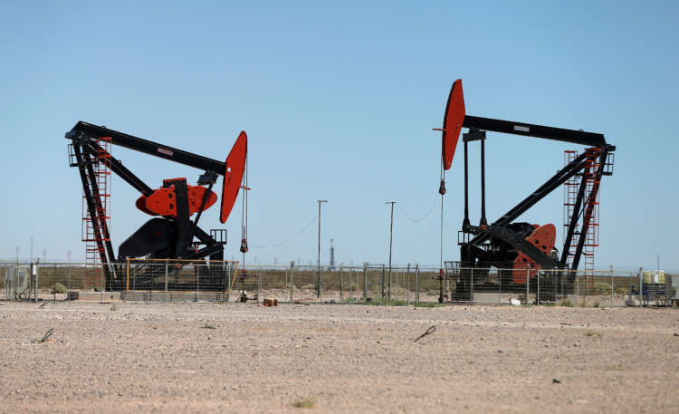 Tighter oil market encourages destocking, contract rollover 1