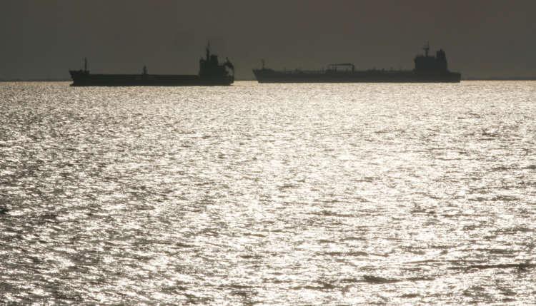 Oil prices climb after progress on huge U.S. stimulus bill 1