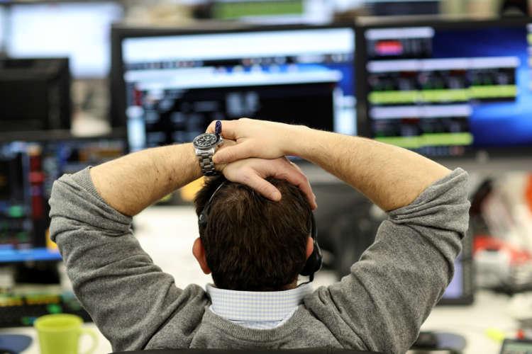 UK shares fall as higher bond yields weigh 2