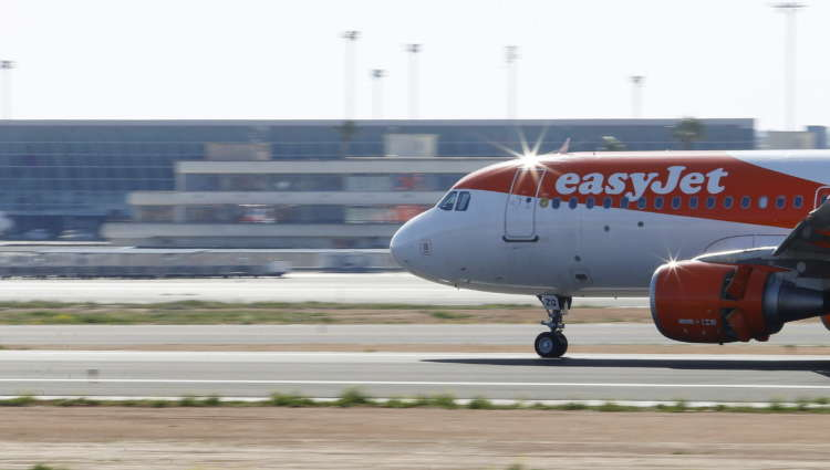 EasyJet sees more flying from late May 1
