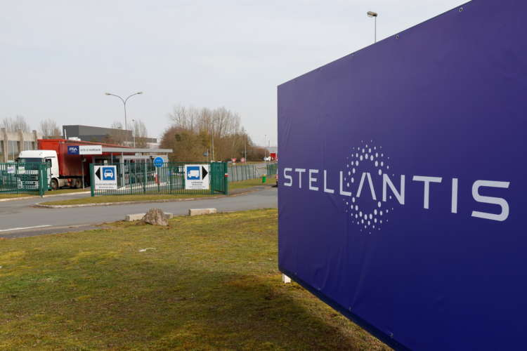 Higher prices help Stellantis weather worsening chip shortage 4