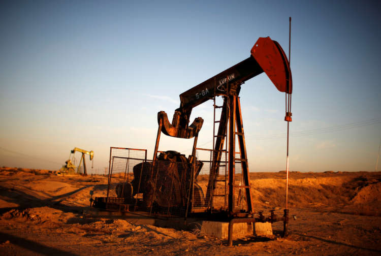 Oil prices edge higher, boosted by U.S. economic data 1