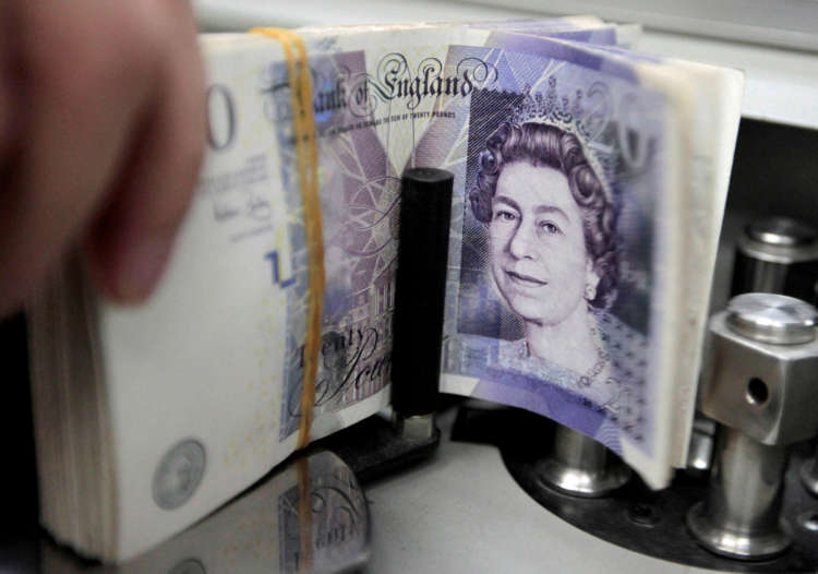 Pound stays strong, UK GDP beats expectations