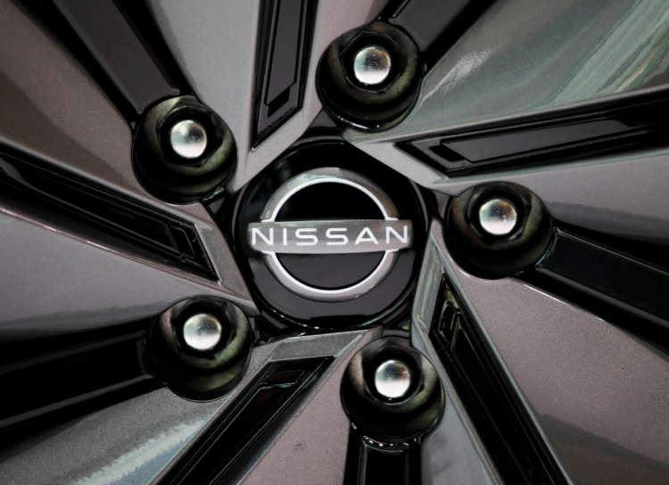 Nissan sells its Daimler stake, following Renault