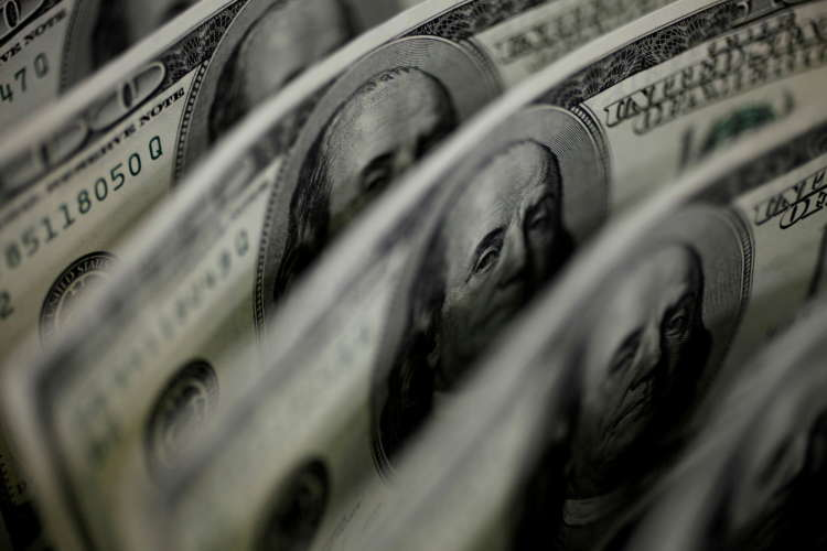 Dollar falls on expectations U.S. rates will stay low for longer