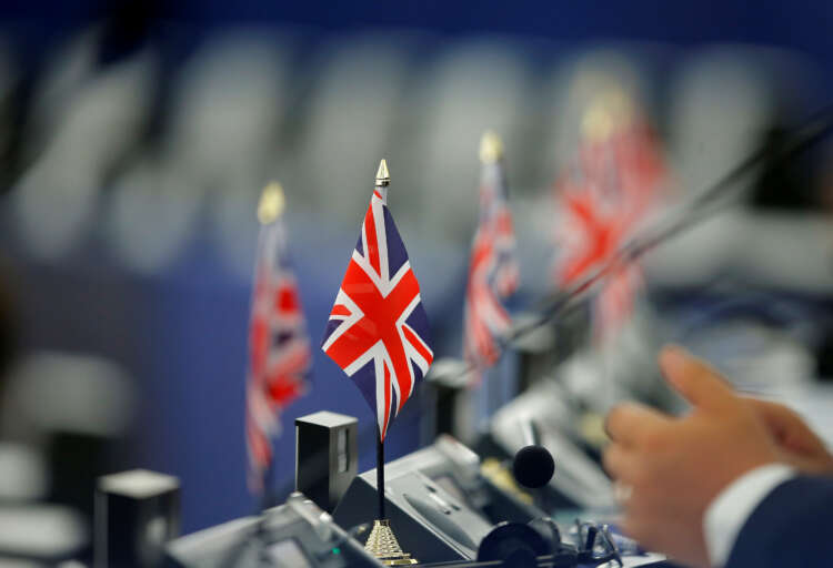 UK gets green light to start talks on joining pacific trade deal 1