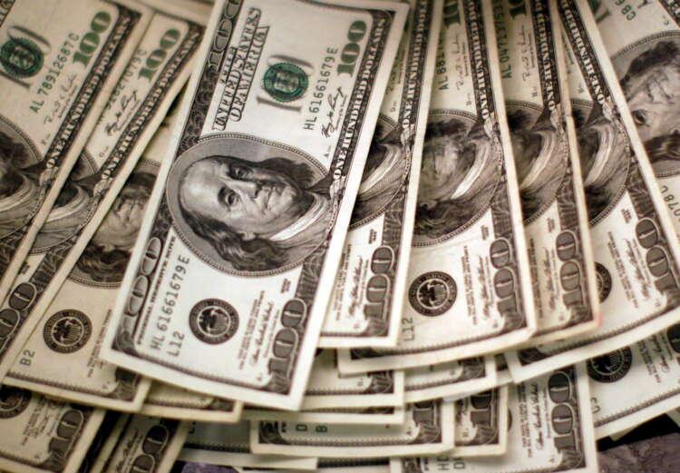 Dollar oscillates as market digests U.S. inflation data, ECB 1