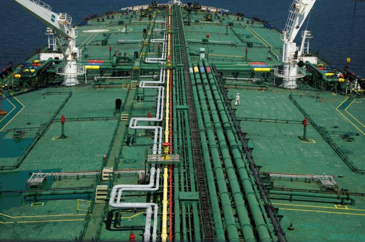 Oil rallies on weaker dollar and Iran supply uncertainty 1