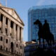 Bank of England set to stay split on QE after inflation jump 22