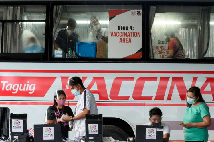Philippines' Duterte threatens those who refuse the COVID-19 vaccine with jail 1
