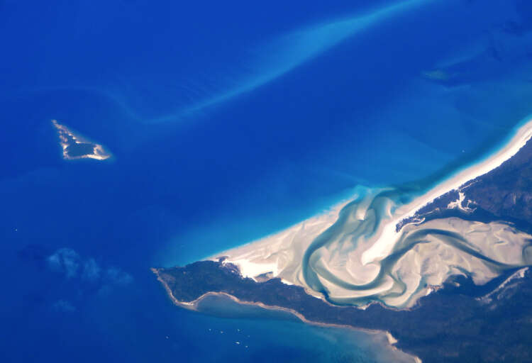 Great Barrier Reef should be listed as 'in danger', UN committee recommends 1