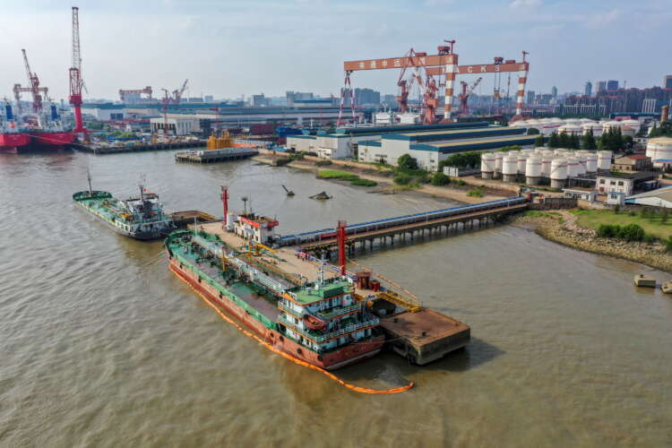 China cuts second batch of crude oil import quotas for private refiners - document, sources 1