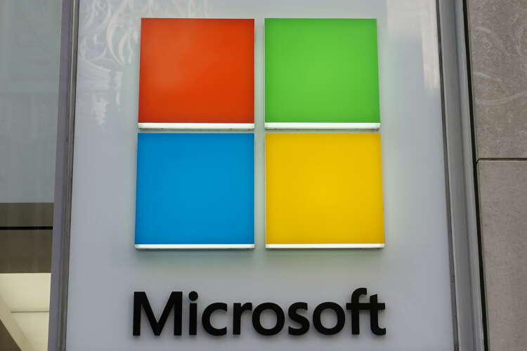 Microsoft challenges Apple's business model with new Windows 11 operating system 1