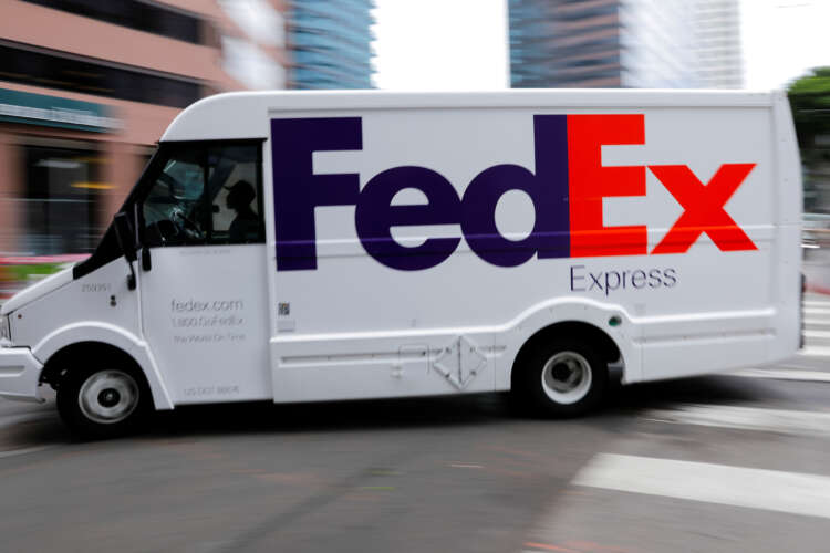 FedEx shares fall as labor woes weigh on 2022 outlook 1
