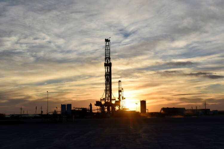Analysis-Oil companies bet on $100 a barrel as they rush to sell assets 1