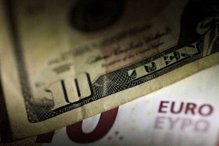 Dollar edges higher as market awaits clues from U.S. Fed 1