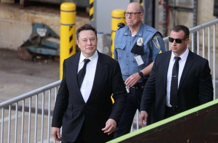Musk defends timing of Tesla's $2.6 billion deal for SolarCity 1