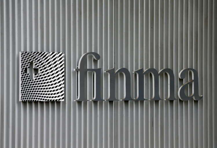 Swiss markets watchdog names Zurich Insurance executive as new chief 1