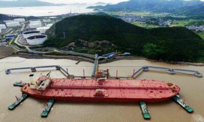 Oil retreats on surprise rise in U.S. crude stocks 13