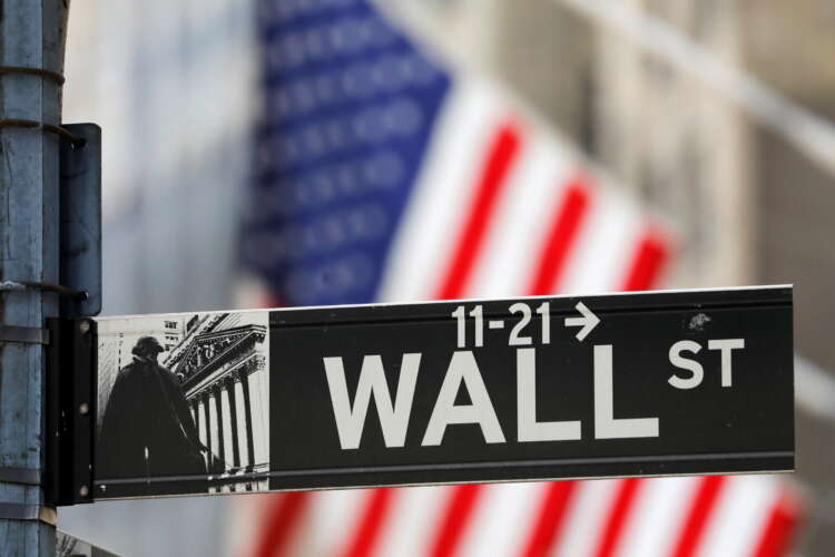 Wall Street closes up after choppy trading due to higher jobless claims 1